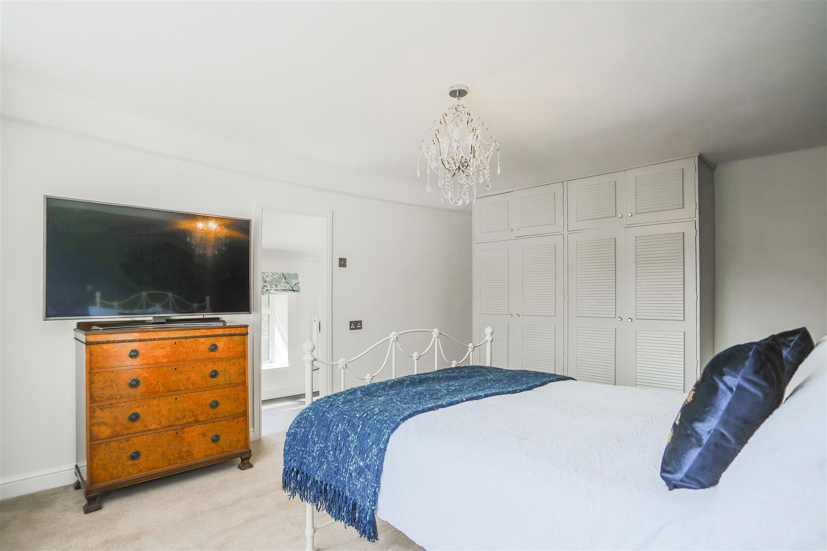 4 Bedroom Semi-detached House For Sale - 36.JPG